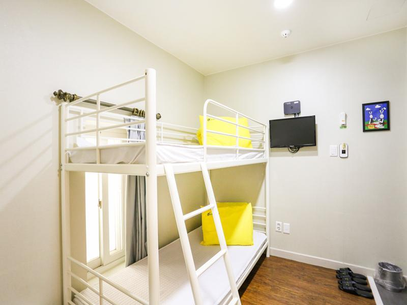 Bunk Twin Bed Room