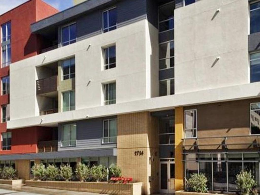 The Hollywood Retro Apartment