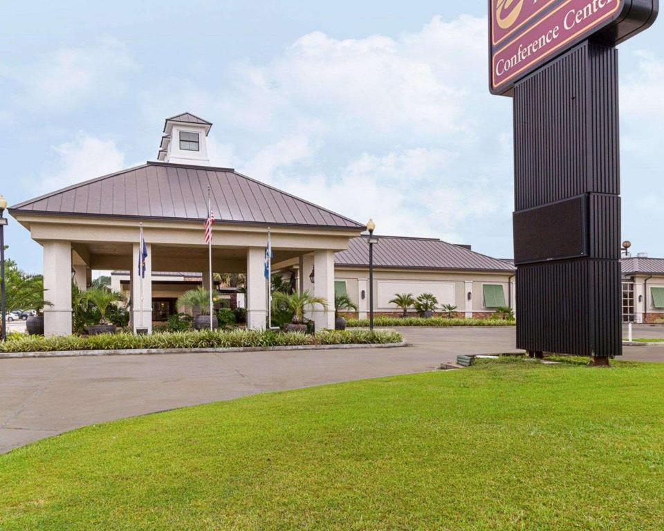 Clarion Inn and Suites Conference Center Covington