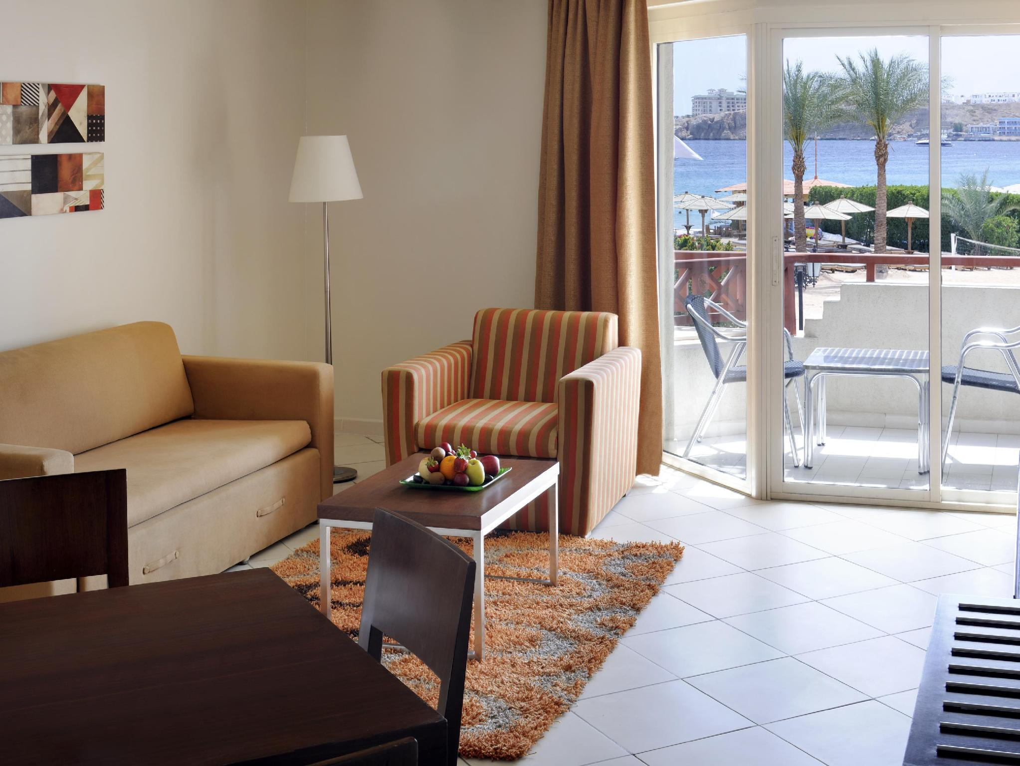 1 Bedroom Executive Suite, 1 King, Sofa bed, Beach Side