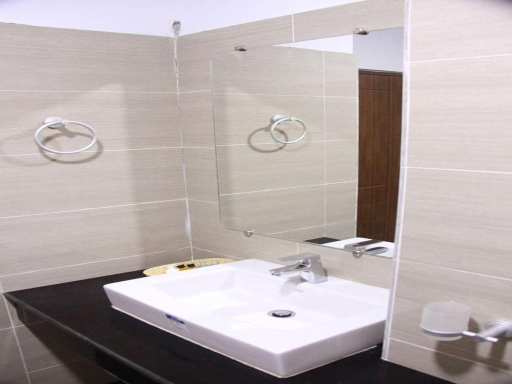 Bathroom Hotel Ayeyarwady