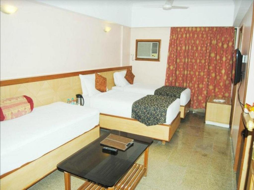 Deluxe Room - Bedroom Goradias Lords Inn Shirdi