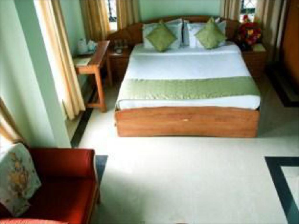 Deluxe - Katil KTDC Golden Peak Ponmudi Resort