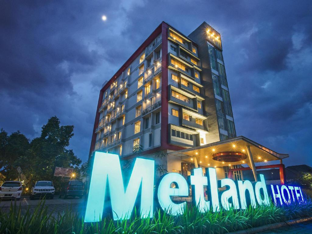 More about Metland Hotel Cirebon by Horison