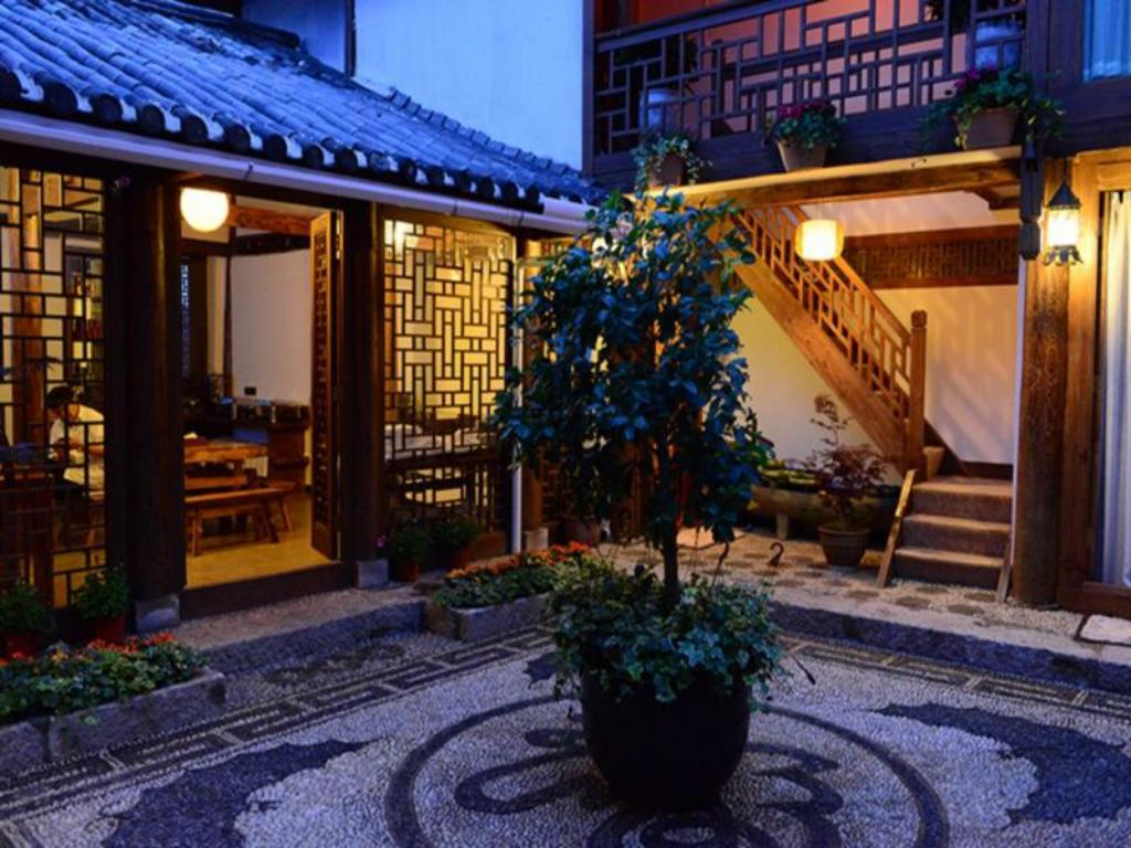 More about Lijiang Xianshe House