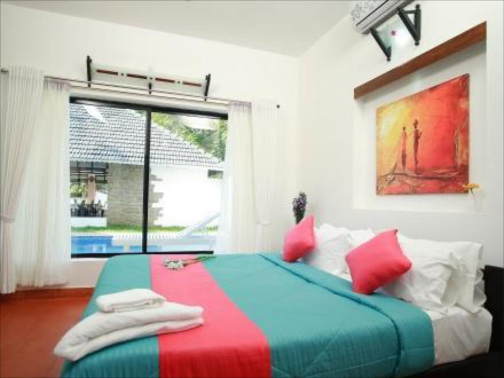 Mayas Beach House - Boutique Serviced Villa