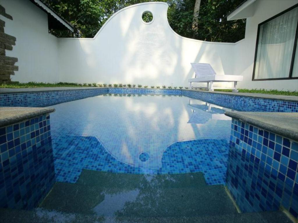 Kolam renang Mayas Beach House - Boutique Serviced Villa