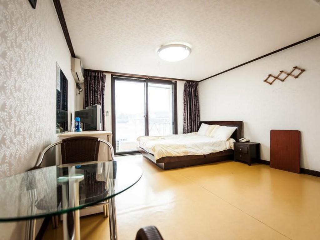Double Bed Room - Guestroom Pension Forever