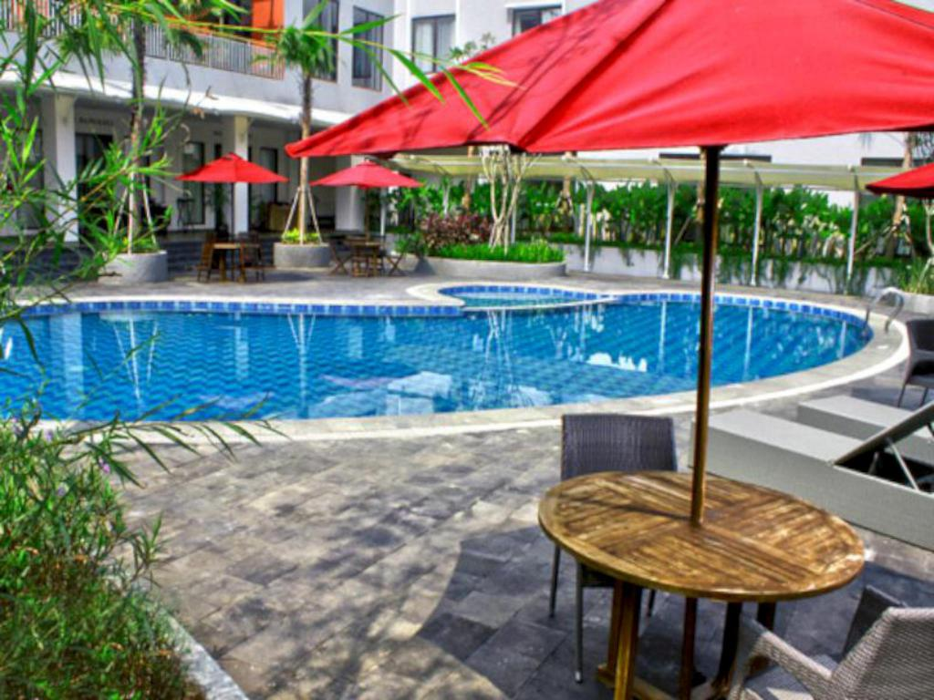 bazen [vanjski] Padjadjaran Suites Resort and Convention