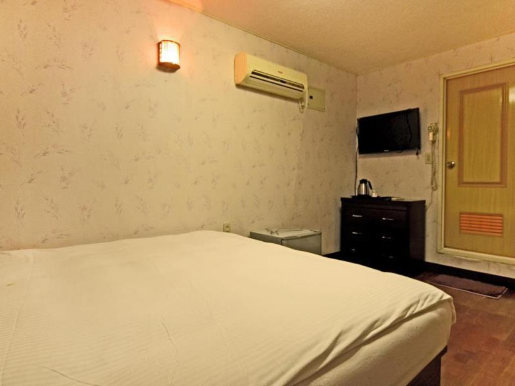 Standard Double - Bed Country Farm Resort Homestay B & B
