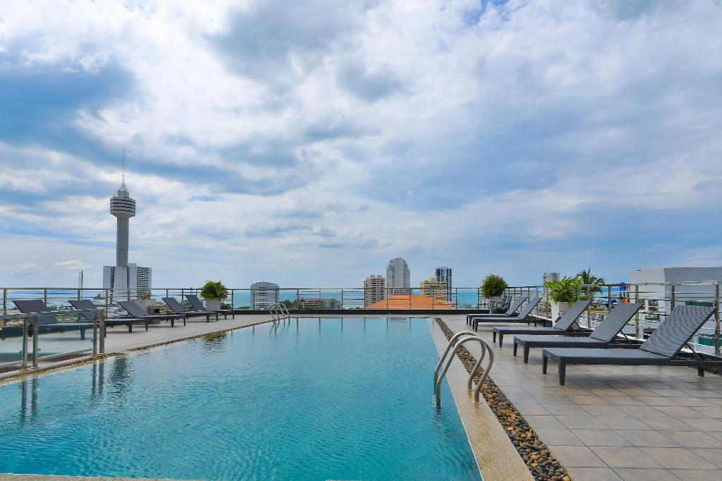 Swimming pool [outdoor] South Beach Pattaya Apartment