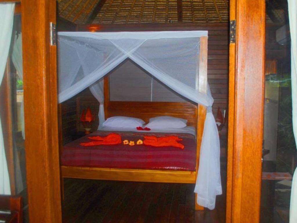 Mushroom Bay Villas Hut In Bali