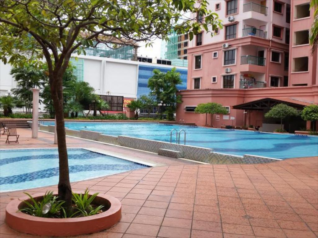 Swimming pool KK Marina Court Resort Vacation Condos & Holiday Services Suites