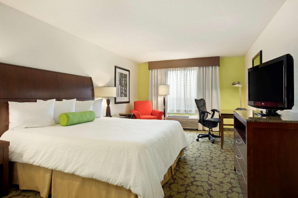 1 King Bed - Guestroom Hilton Garden Inn Hoffman Estates Hotel