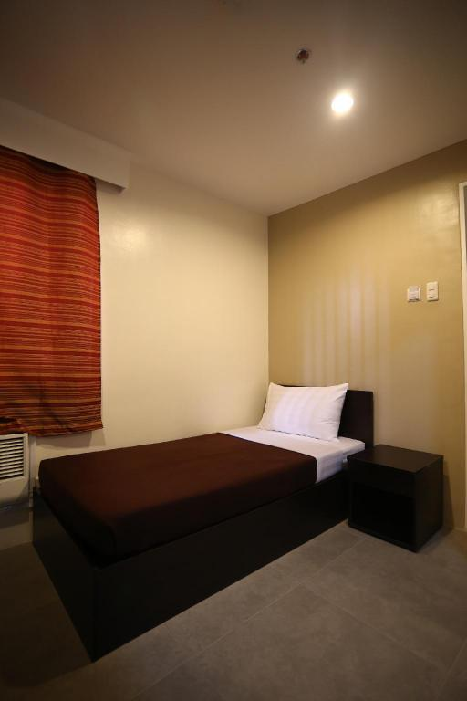 Singe Room One Hive Hotel and Suites