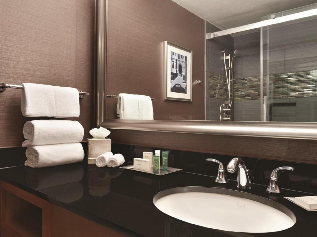 Standard Queen Room with Bath Tub - Disability Access