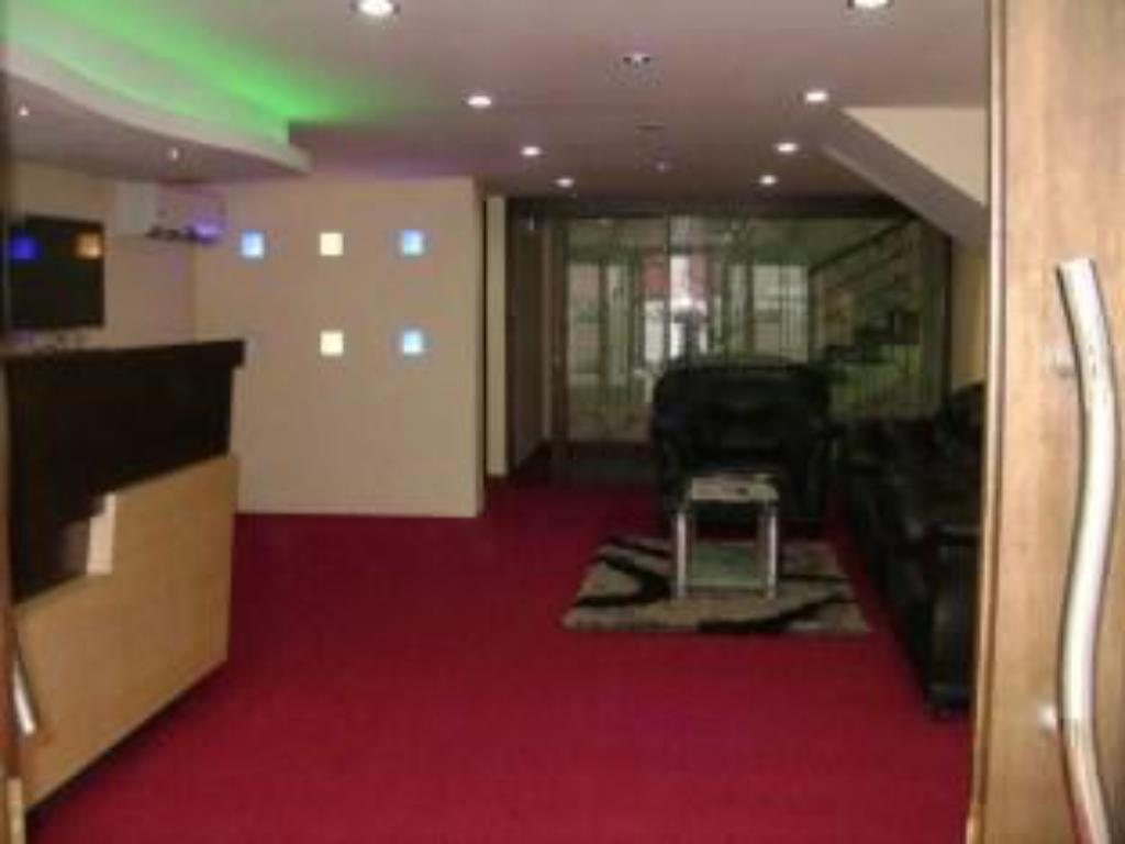 Reception Green Paradise Serviced Apartment