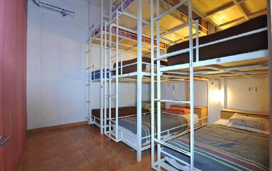 Dormitorio Mixto F (Mixed Dormitory F)