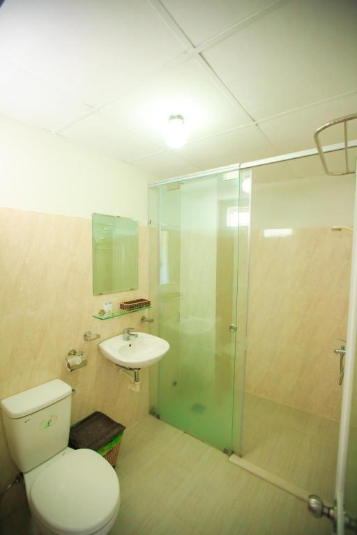 Standard Twin (No View) - Bathroom Pho Bien Hotel Nha Trang