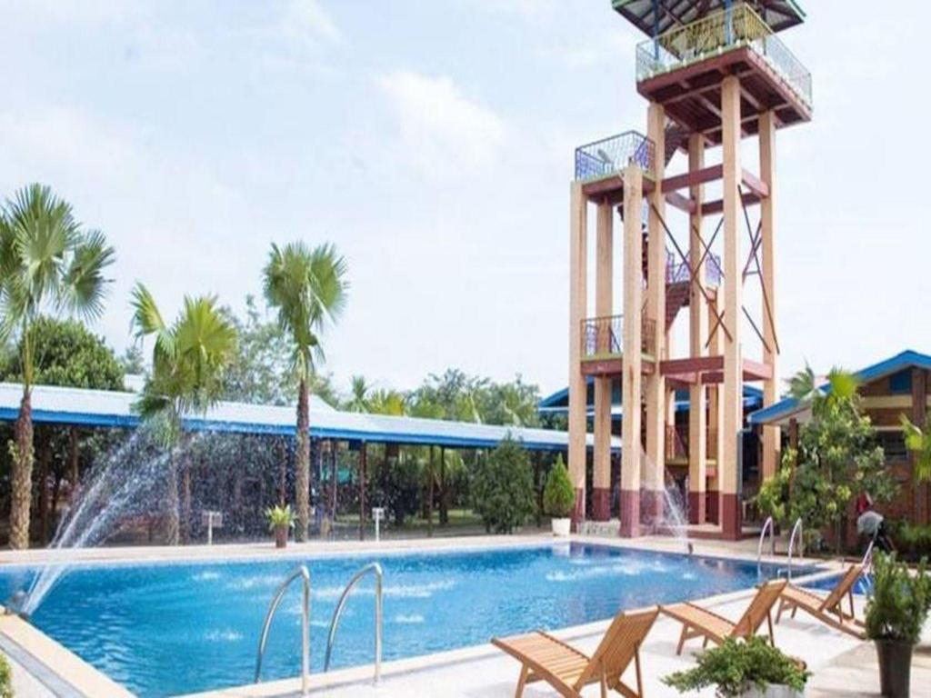Swimming pool Sane Let Tin Resort