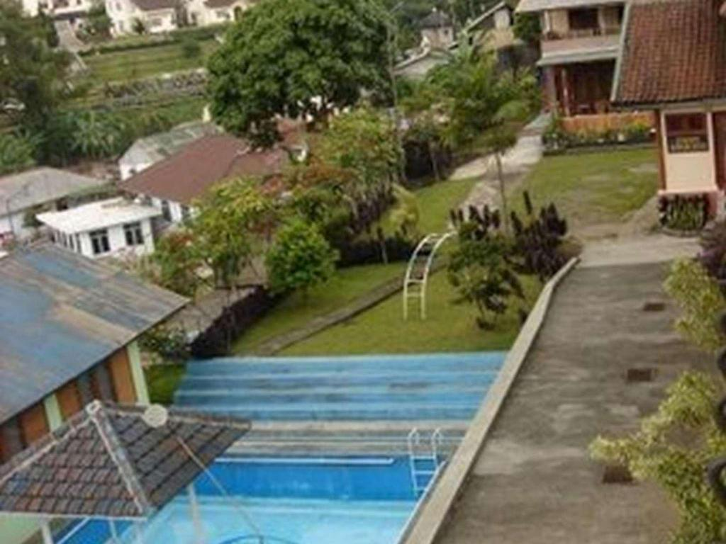 Swimming pool [outdoor] Villa Tunas Alam Mutiara
