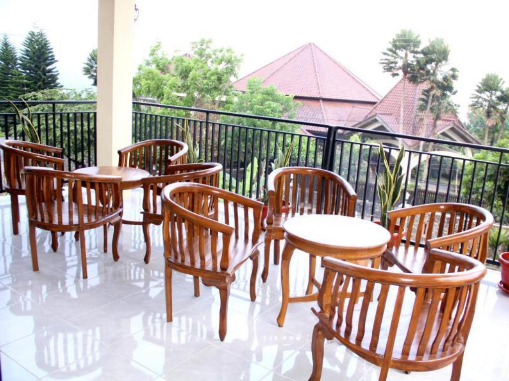 Balcony/terrace Baliku Guest House