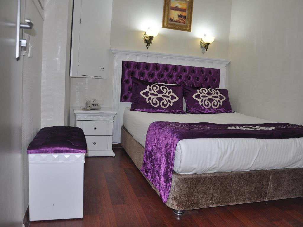 Economy Double Room - Bed Istanbul Holiday Hotel