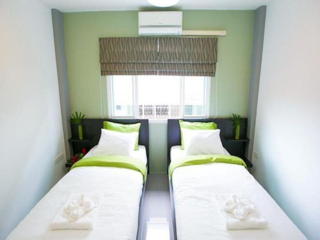 Twin room with fan (Shared Bathroom) - Bed White Monkey Guesthouse