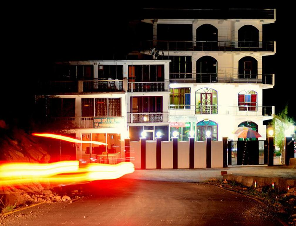 卡吉尔皇家酒店 (Royal Inn Hotel Kargil)