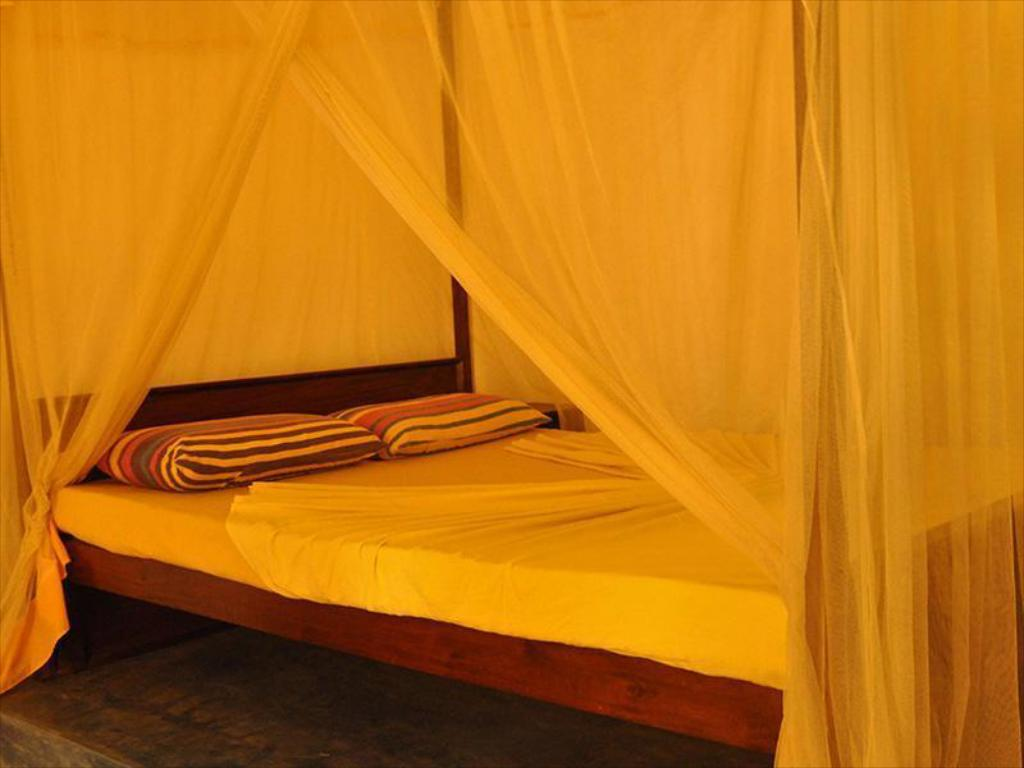 Single room with fan - Bed Banana Garden Resort