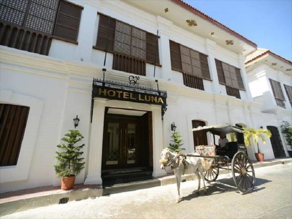 More about Hotel Luna