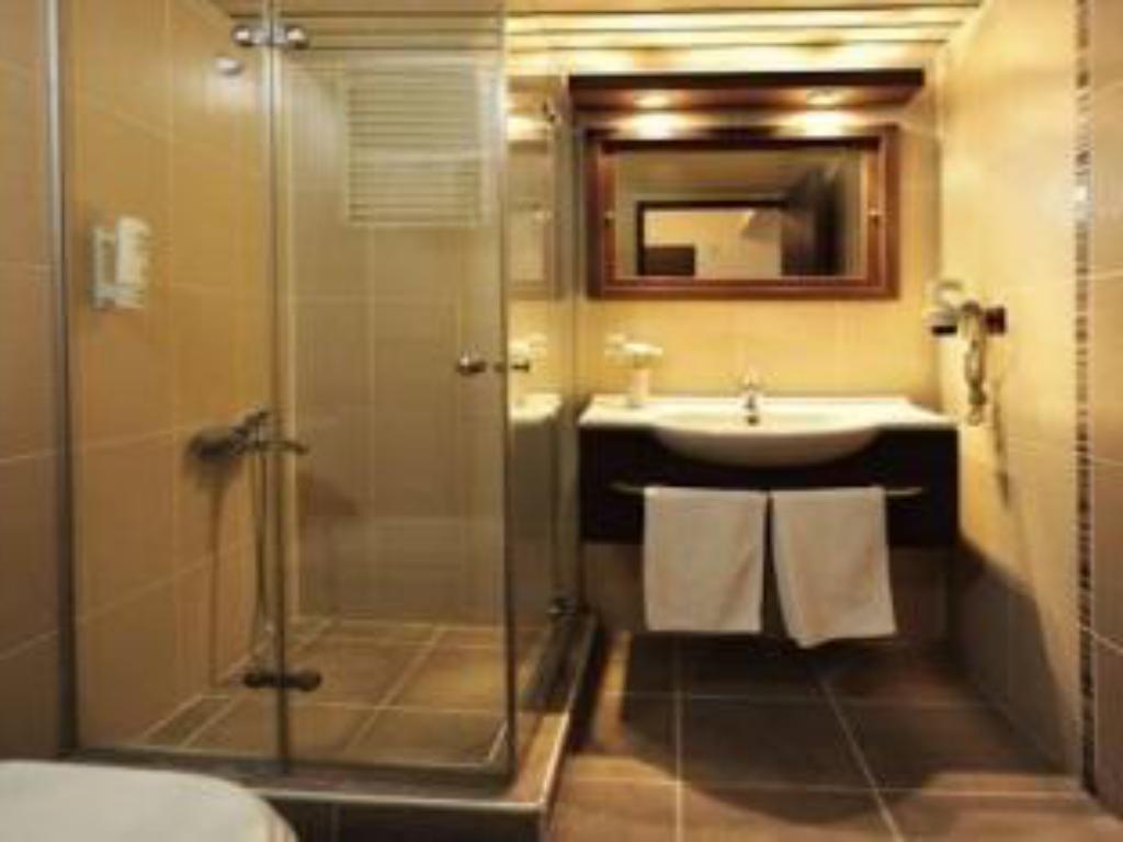 Double Room - Bathroom Ustun Hotel Alsancak