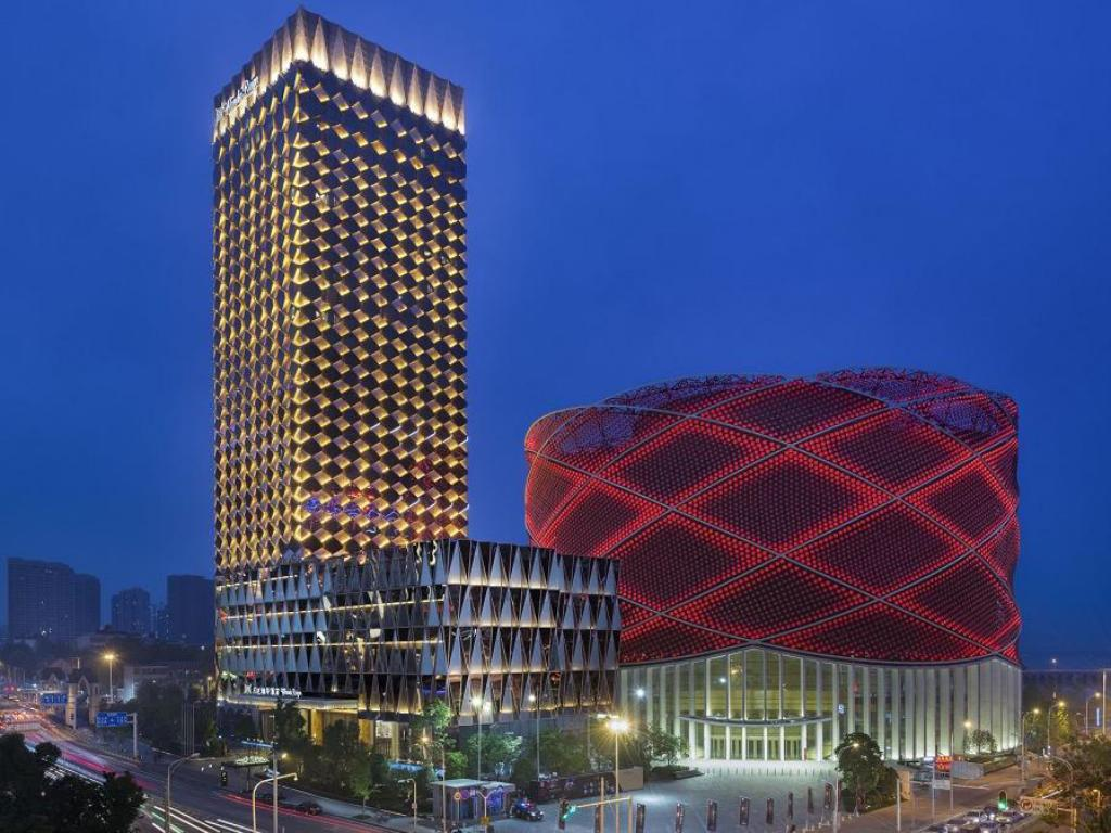More about Wuhan Wanda Reign Hotel