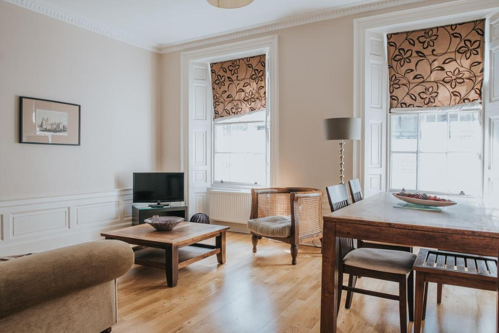 2 Bedroom Apartment Reizand Apartments Young Street Edinburgh