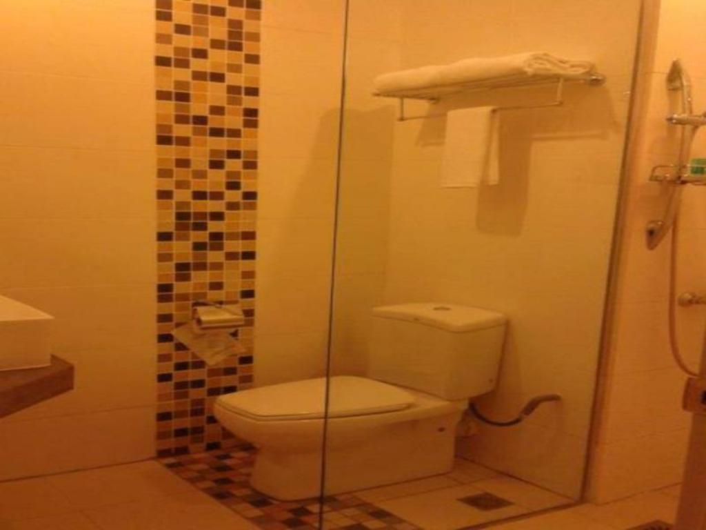 Bathroom Hotel Puri 36