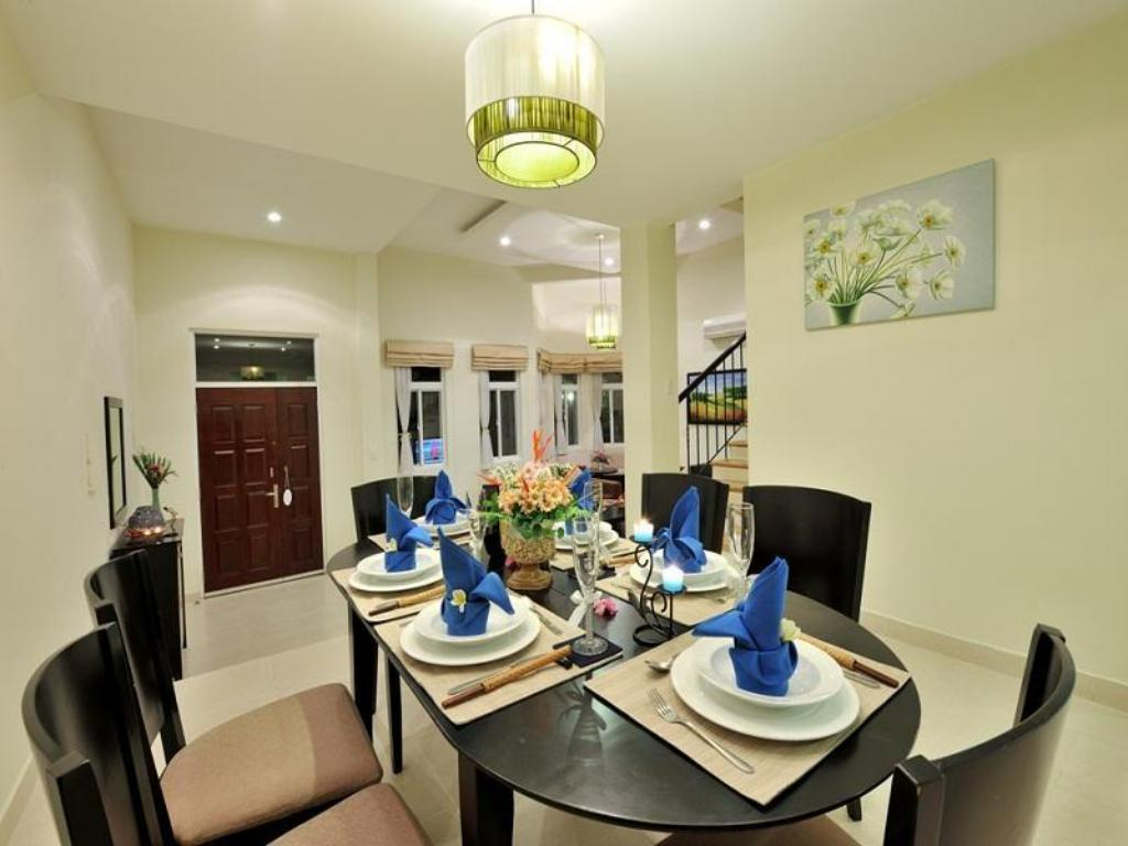 Three Bedroom Apartment - Dining room/area The Waterfront Residence