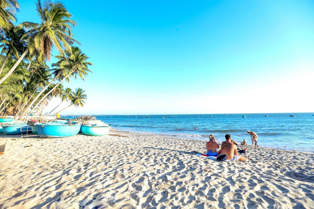 EVA HUT Mui Ne Beach Hostel, Phan Thiet - 2020 Reviews, Pictures ...