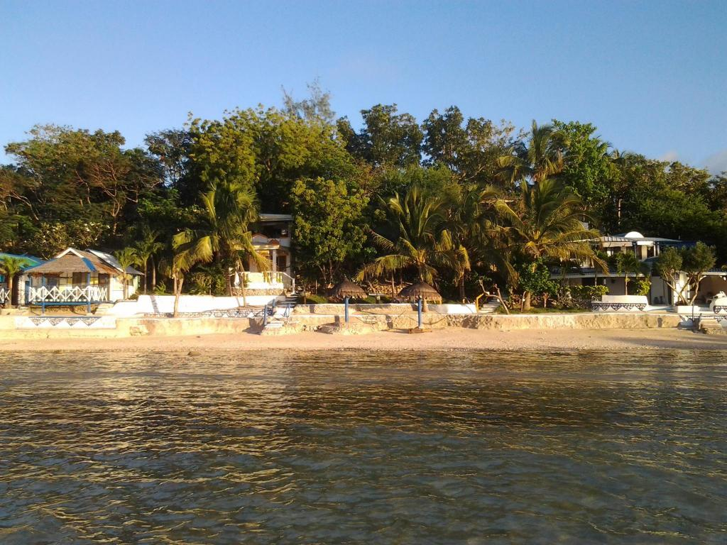 Casa de la Playa Beach Resort