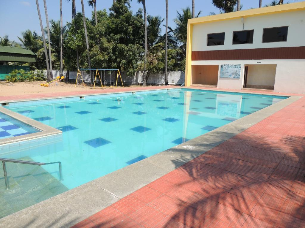 Golden bay resorts on ecr mahabalipuram chennai india photos room rates promotions for Beach resort in chennai with swimming pool