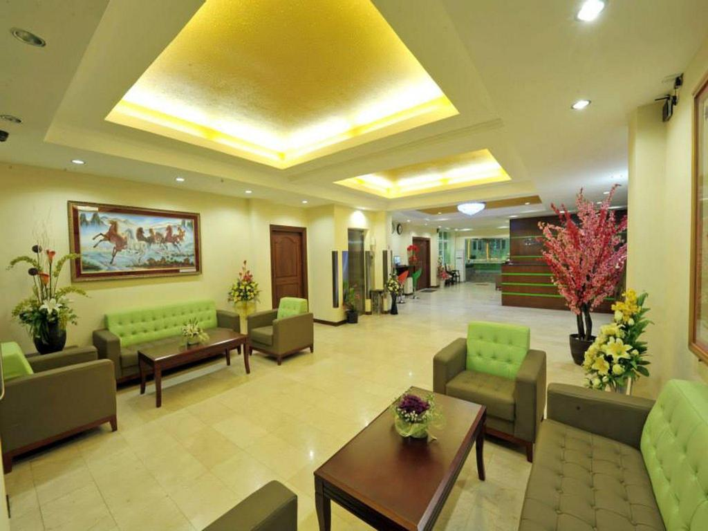 Lobi Green Leaf Hotel