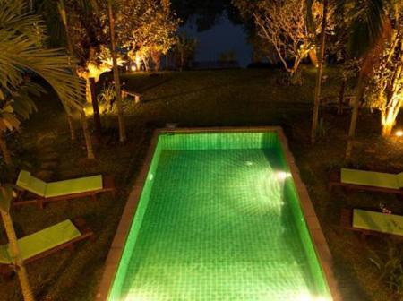 Swimming pool Paya Villa