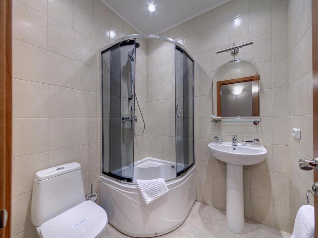 Bathroom Solo Hotel on Vosstaniya Square