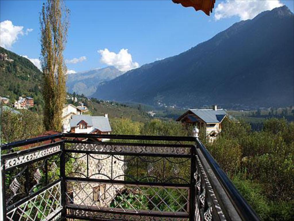 beranda/teres Red Rose Cottages Manali