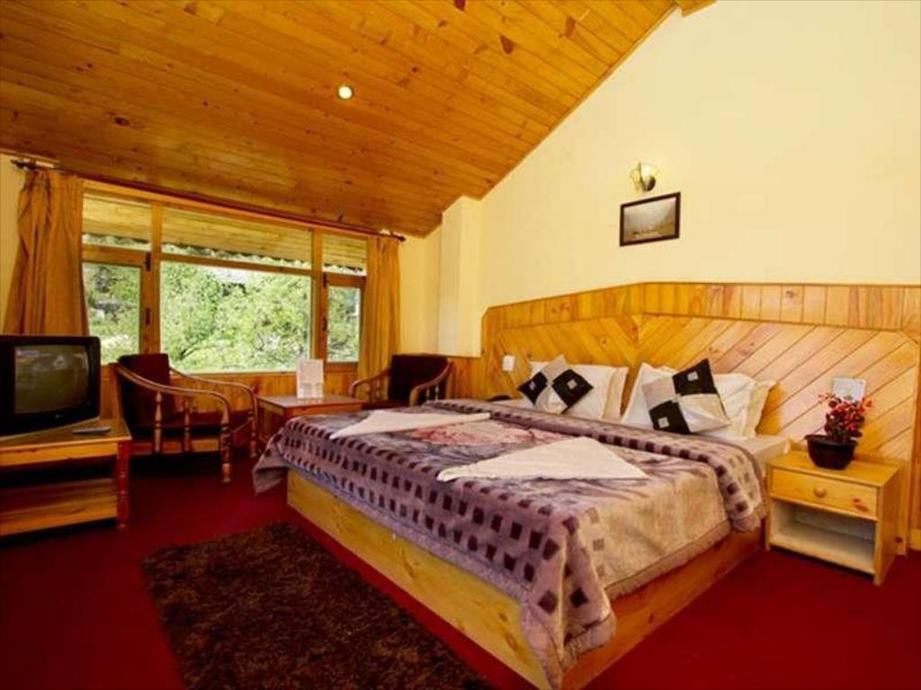 Interior view Red Rose Cottages Manali