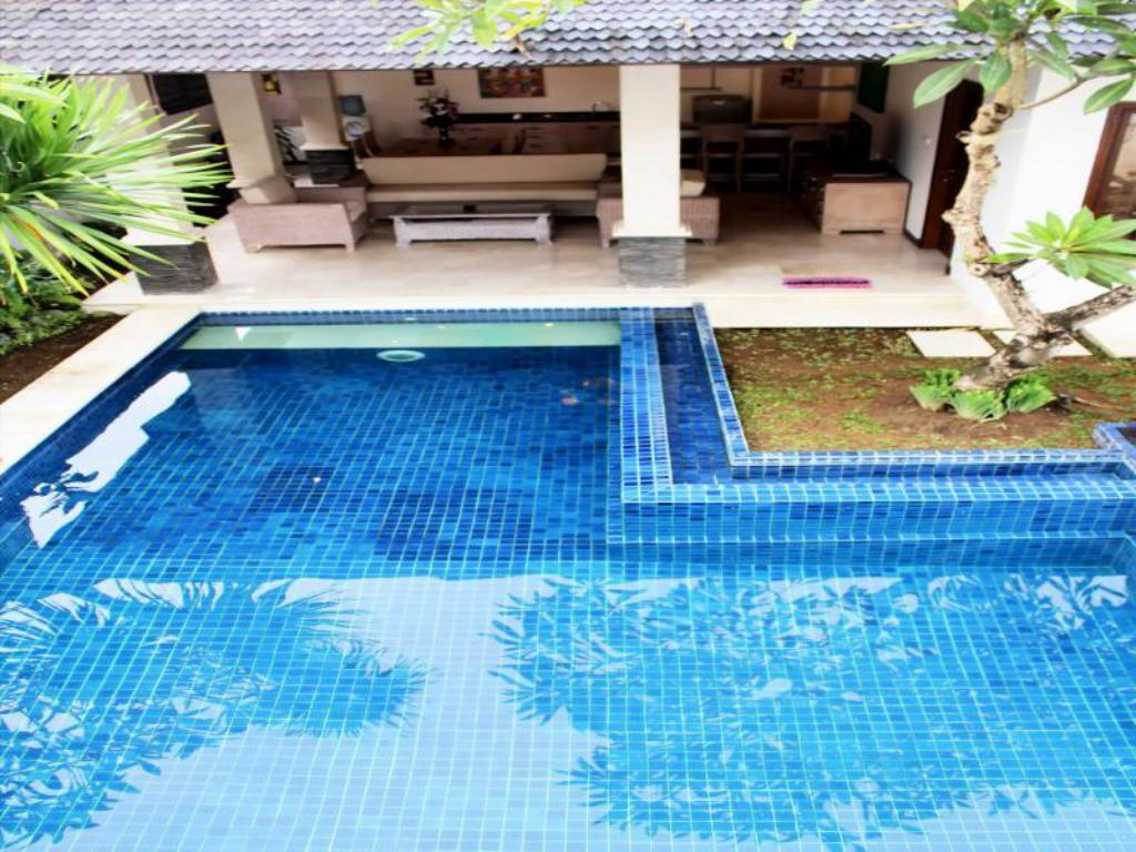 Swimming pool D-Umalas Villa