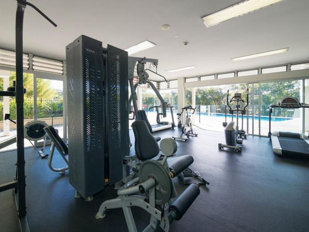 Fitness center Oaks Mews Apartments