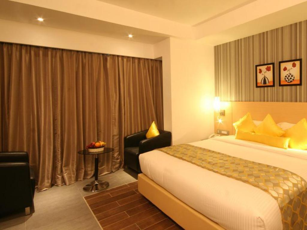 Deluxe Rooms - Guestroom Hotel Landmark Residency