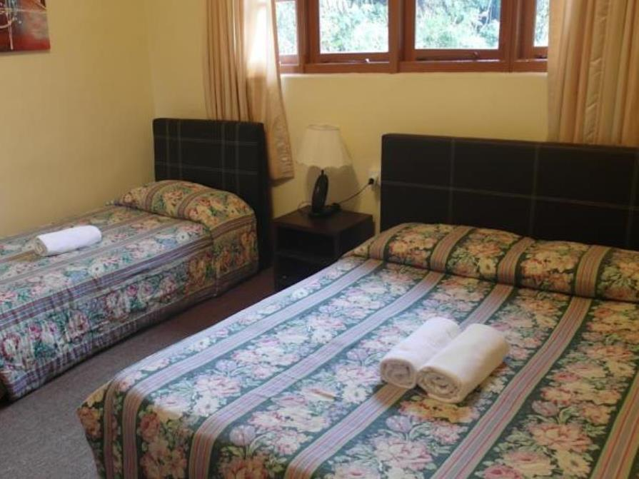 Triposteljna s skupno kopalnico (Triple with Shared Bathroom)
