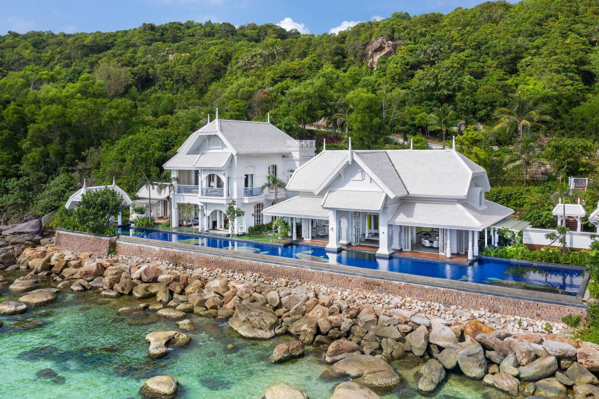 Lamarck House, 7 Bedroom Residence, Seafront, Beach front