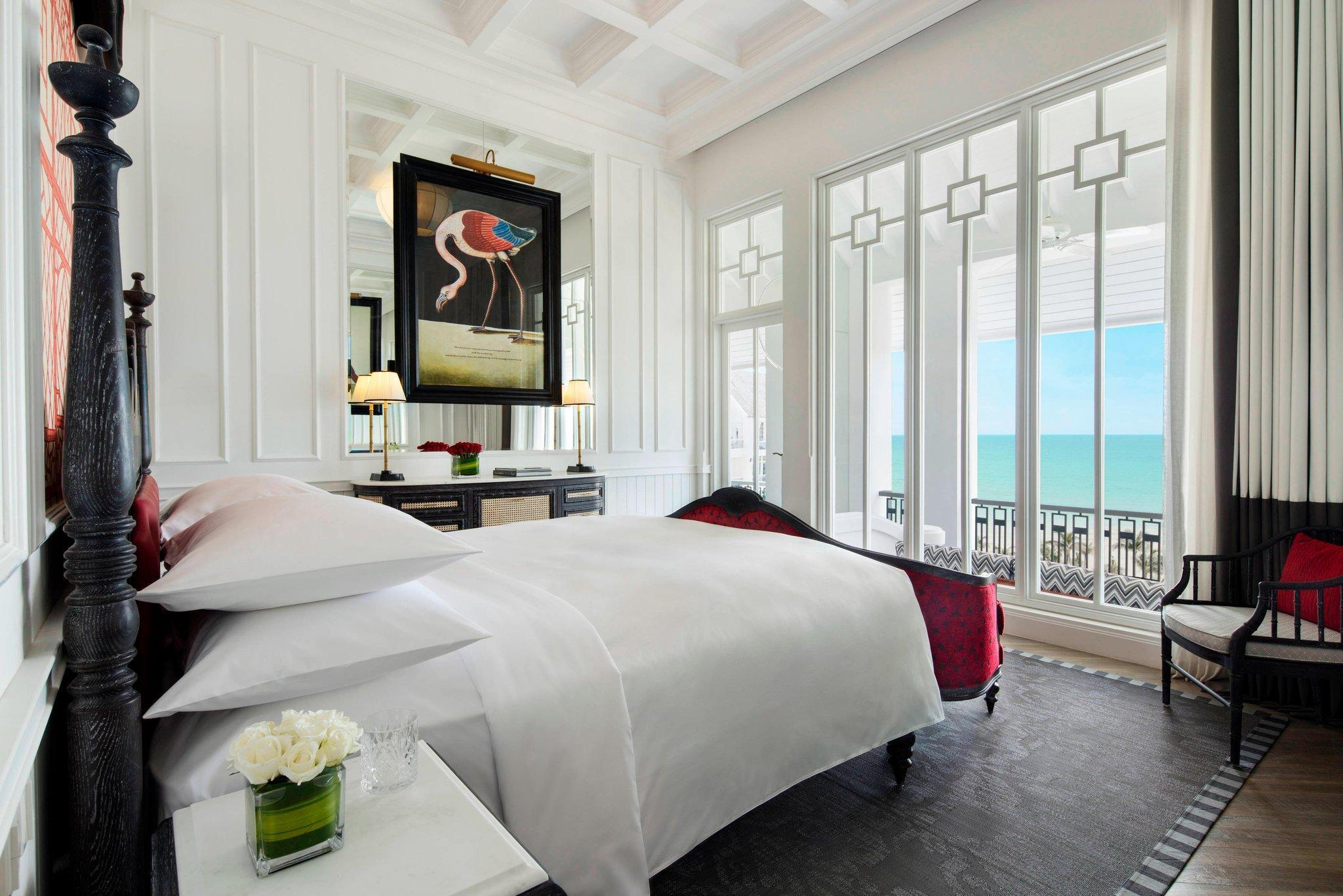 Emerald Bay Front, Guest room, 1 King, Seafront, Beach front